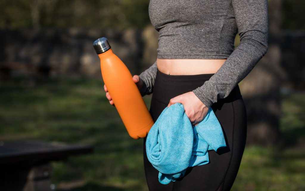 woman exercising and stayin hydrated while traveling