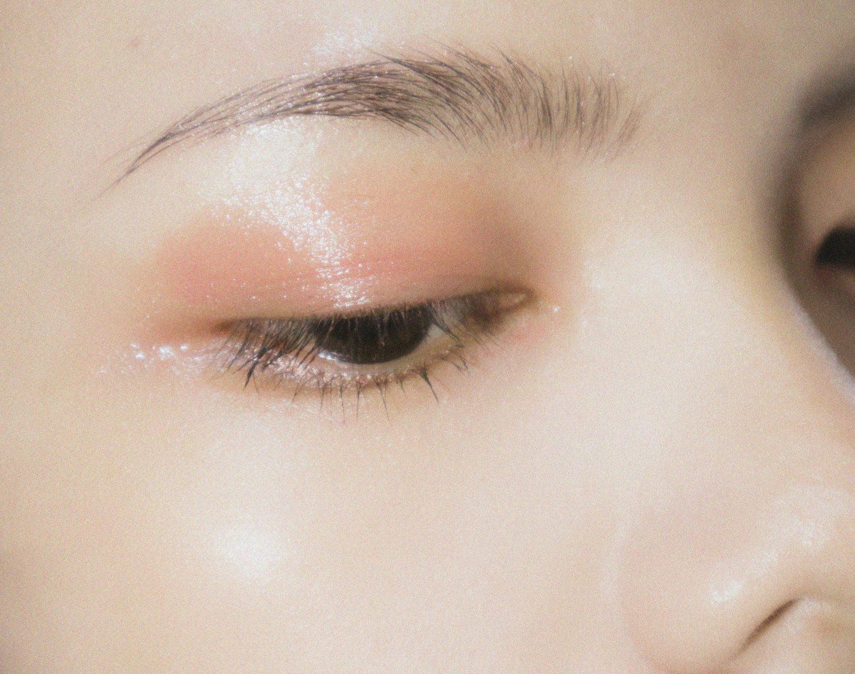 woman natural lashes